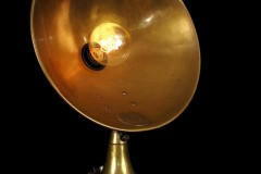 LAMPE-TRACTOR-CREATION-MODIFICATION-LUMINAIRE-LAMPE-ANCIENNE-DECORATION-STEAMPUNK-ETRANGE-OLD-SCHOOL-BAZAAR-1-830x1248